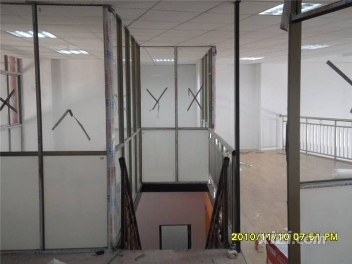 车行办公室.铝合金玻璃隔断..安装实景图 装修大本营 惠